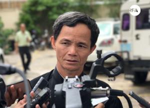 មេធាវីការពារក្ដីឲ្យលោក គឹម សុខ គឺលោក ជូង ជូងី ថ្លែងក្រោយសាលាឧទ្ធរណ៍ចេញសាលដីកាបដិសេធ នៅថ្ងៃទី២២ ខែមីនា ឆ្នាំ២០១៧។ RFA/Ou Banung