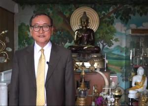 អតីតប្រធានគណបក្សសង្គ្រោះជាតិ លោក សម រង្ស៊ី ថ្លែងតាមវីដេអូឃ្លីបកាលពីថ្ងៃទី១៨ ខែមេសា ឆ្នាំ២០១៧។ Photo courtesy of Sam Rainsy facebook